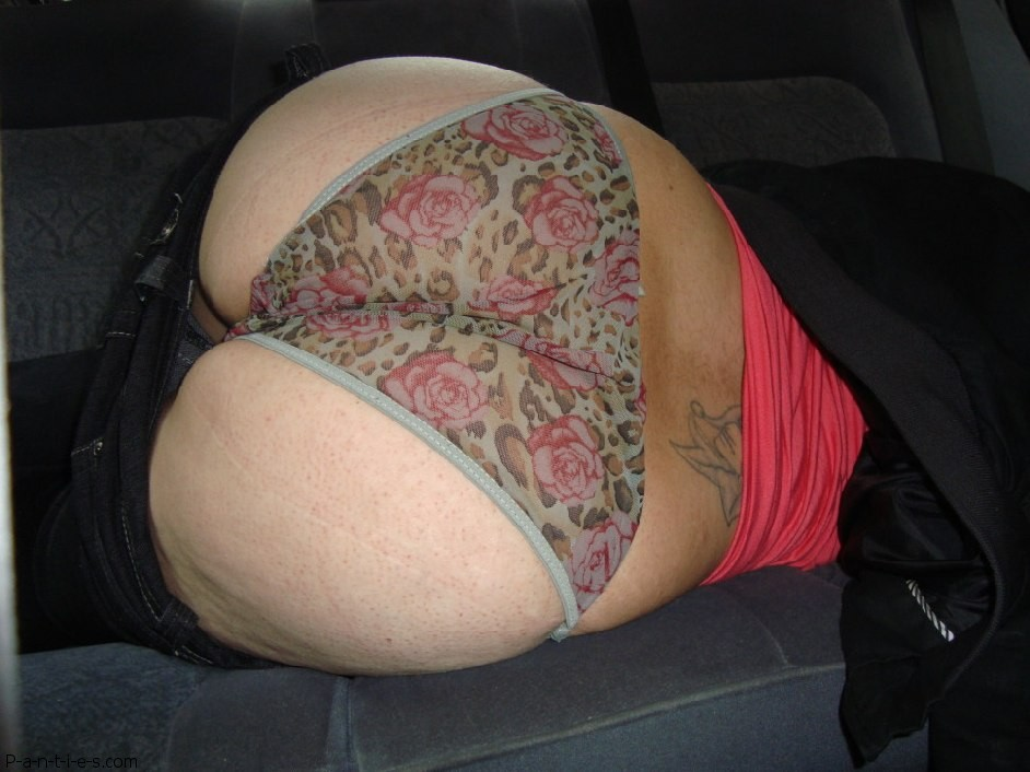 panties_in_car-f