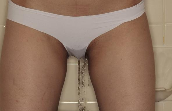girl_pissing_in_panties